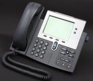 Modernes Voip Telefon auf Schwarzem stockbilder
