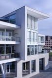 Modernes weißes Gebäude stockbilder