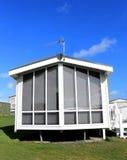 Modernes weißes Wohnwagenäußeres Stockfoto