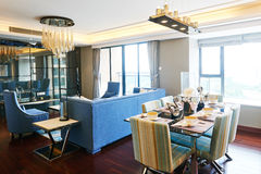 Modernes Wohnzimmer und Speiseraum Lizenzfreie Stockbilder