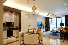 Modernes Wohnzimmer und Speiseraum Lizenzfreies Stockbild