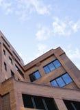 Modernes Ziegelstein-Gebäude Stockfotos