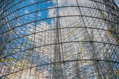 Modernistisk konst Abstrakt skulptur som göras av tråd och plast-, förbinder Arkivfoto