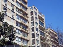 Modernistiska bostads- byggnader Arkivfoton