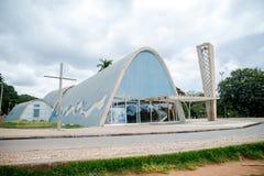Modernistkyrka av Sao Francisco de Assis av Oscar Niemeyer i Pampulha, Brasilien arkivbild