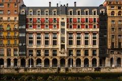 Modernistyczna miastowa fasada w Nervion Bilbao rzece Obraz Stock