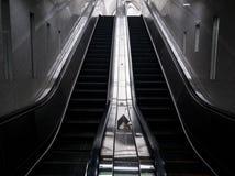 Moderno arriba y abajo del elevador imagen de archivo