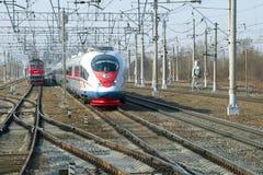 ` Moderno di Sapsan del ` del treno ad alta velocità EVS1-16 sulla ferrovia di ottobre Fotografia Stock