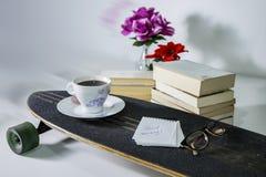 Moderno lendo ainda a vida no fundo branco Imagem de Stock Royalty Free