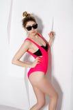 Moderno louro elegante à moda da menina Imagens de Stock Royalty Free