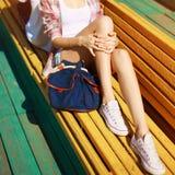 Moderno na moda que descansa na cidade Fotografia de Stock
