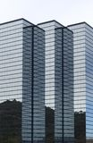 Moderno olá!-levanta-se o prédio de escritórios corporativo Imagem de Stock