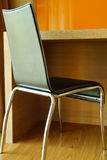 Modernt arbetestol & skrivbord Royaltyfri Bild