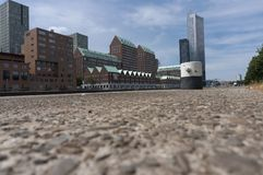 Modernt arkitekturcentrum i 'den Kop skåpbil Zuid 'neighbourhooden i Rotterdam, Nederländerna fotografering för bildbyråer
