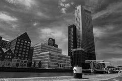 Modernt arkitekturcentrum i 'den Kop skåpbil Zuid 'neighbourhooden i Rotterdam, Nederländerna royaltyfri fotografi
