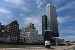 Modernt arkitekturcentrum i 'den Kop skåpbil Zuid 'neighbourhooden i Rotterdam, Nederländerna royaltyfria bilder