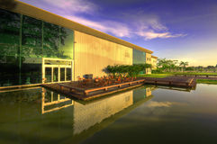 modernt arkitekturexponeringsglas Royaltyfria Foton