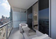 Modernt balkongmöblemang Royaltyfri Foto