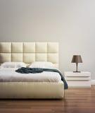 Modernt beige sovrum för lyx för vaniljmockaskinnhotell Arkivbild