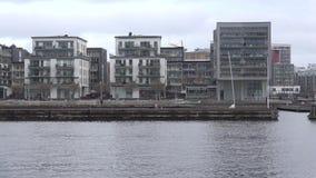 Modernt bostadsområde i området av Hammarby, eftermiddag stockholm lager videofilmer