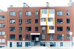 Modernt brunt Mång--lägenhet kvarter Fotografering för Bildbyråer