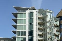 modernt byggande för lägenhet bc Arkivfoto