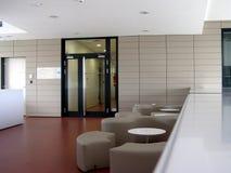 Modernt byggande inomhus arkivbilder