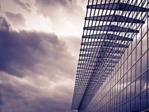 modernt byggnadsexponeringsglas Royaltyfri Foto