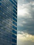 modernt byggnadsexponeringsglas Arkivfoton