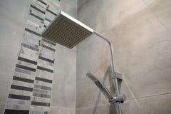 Modernt duschhuvud Arkivfoto