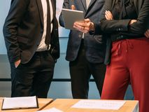 Modernt företags möte för informationsteknik royaltyfria bilder