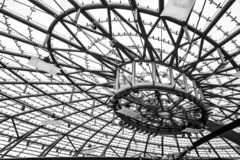 Modernt futuristiskt ståltak royaltyfria bilder