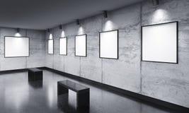 Modernt gallerirum med affischutställning Arkivbilder