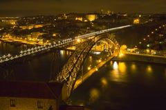modernt gammalt för bro till townen fotografering för bildbyråer
