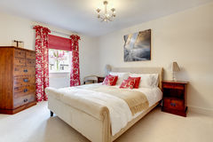 modernt härligt sovrum Royaltyfri Fotografi
