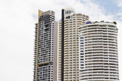 Modernt hotell, lägenhet bredvid stranden. Royaltyfria Foton