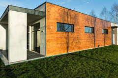 Modernt hus för modern uppehälle fotografering för bildbyråer