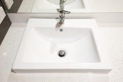 Modernt hus - tvättställ Royaltyfria Bilder