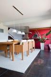 modernt inre kök för hus Arkivfoto
