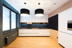 Modern kökinre arkivbilder