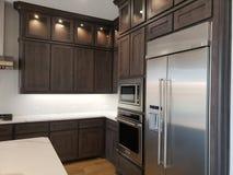 Modernt kök i ett nytt hus TX USA arkivfoto