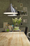 Modernt kök med någon traditionell touche Royaltyfria Bilder