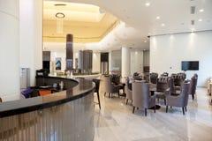 Modernt kafé i hotell Arkivbild