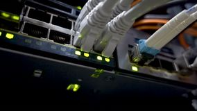 Modernt knyta kontakt kopplar med kablar lager videofilmer