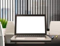 modernt kontor 3D med den tomma bärbar datorskärmen Modell royaltyfri illustrationer