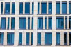 modernt kontor för byggnadsfacade arkivfoto