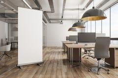 Modernt kontor med banret royaltyfri illustrationer