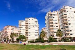 Modernt lägenhetstadsliv arkivbild