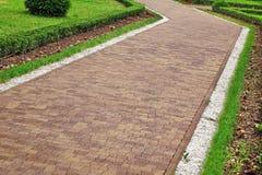 Modernt landskap för dekorativ trädgård med belagt med tegel Colofulr mosaikPA royaltyfri fotografi