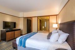 Modernt ledar- sovrum i ett hotell Royaltyfri Bild
